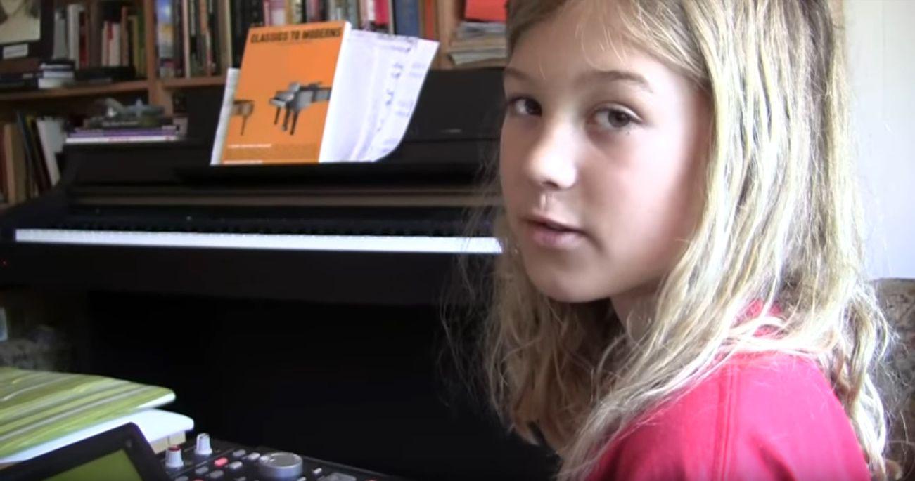 10歳の美少女がMPCでトラックメイキングをする動画